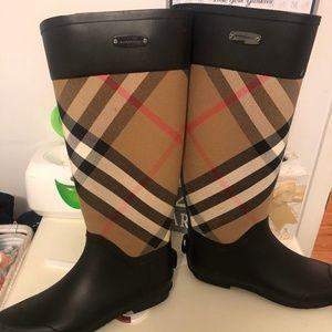 Women's Burberry Rain Boots Size 9